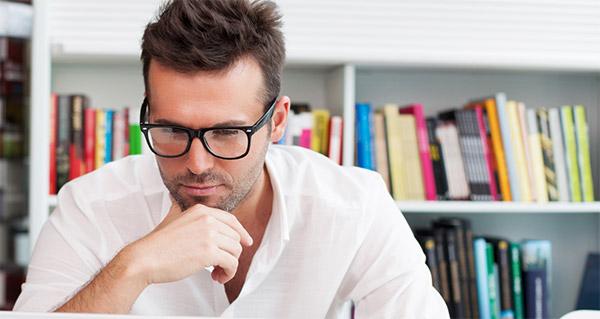Mann som leser